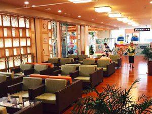 武漢市にスーパー銭湯「極楽湯」がオープン 写真「ラウンジスペース」