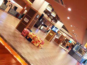 武漢市にスーパー銭湯「極楽湯」がオープン 写真「2F休憩スペース」